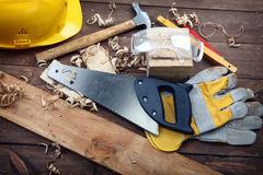 herramientas-del-carpintero-18343460